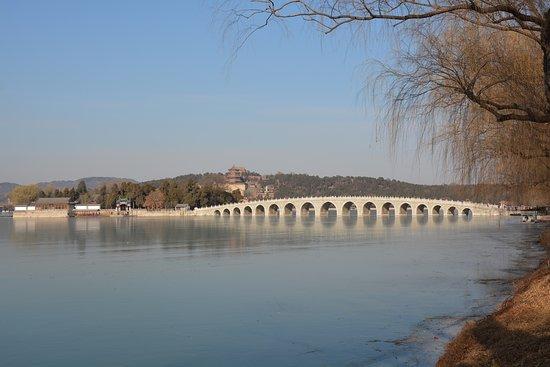 Palácio de Verão (Yiheyuan): Seventeen-Arch Bridge.