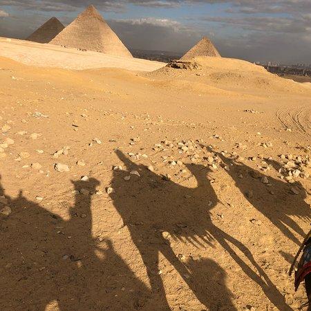Fotografia de Excursão diurna para as pirâmides de Gizé, com passeio de camelo, almoço, Museu Egípcio e khan El Khalili
