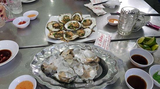 Ba Ria-Vung Tau Province, Vietnam: Món ăn đặc trưng tại quán là Hào.Được chế biến khá hấp dẫn và bát mắt, mùi vị cũng khá ngon. Với giá cả phải chăng.