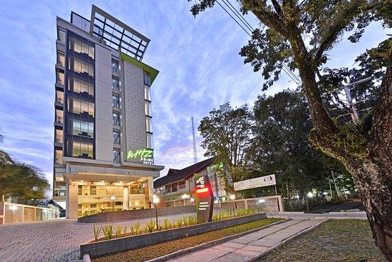 Whiz Prime Hotel Khatib Sulaiman Padang