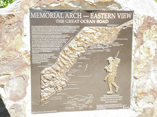 Great Ocean Road, Australia: RESPECT to the WWI soldiers who returned home from War, and built such a MASTERPIECE that even now is hard to believe... REALLY AMAZING =D