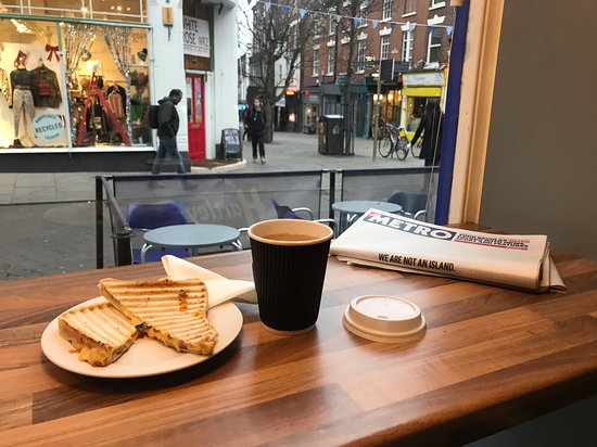 Toastie, tea to go, and the metro