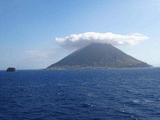 ストロンボリッキオ島とストロンボリ島