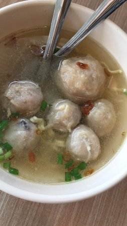 East Java, Indonésia: WTC surabaya pusat Handphone 6 Floor Food court.   My dinner menu Today :  Bakso yummy.  Siomay excellent taste  Cheap price.   With my Friend Ben.  Happy Dinner Today.