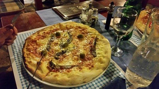 Posedarje, Croatia: Una pizza favolosa...