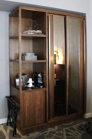 LondonHouse Chicago, Curio Collection by Hilton: Met koffie en thee zet gelegenheid.