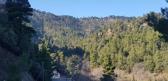 Ровиес, Греция: Η θέα του βουνού από τη Μονή!