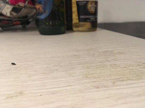 Mantra 2 Bond Street Sydney: sticky marks on counter tops