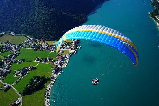 Pertisau, Austria: In der Luft kann nun der ganze Achensee bestaunt werden.