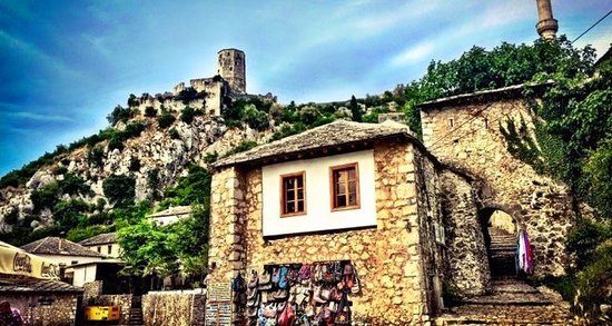 Pocitelj, Bósnia-Herzegovina: OLD TOWN #POČITELJ 🙃 Počitelj is a historic settlement located in the Neretva Valley with buildings over 400 years old.In 2003. it was declared like a national monument BiH. In every part of the city you can see the vestige of rich culture and tradition.🏞🏘 Počitelj is an inevitable place for tourists in BiH🔝☕️🍩