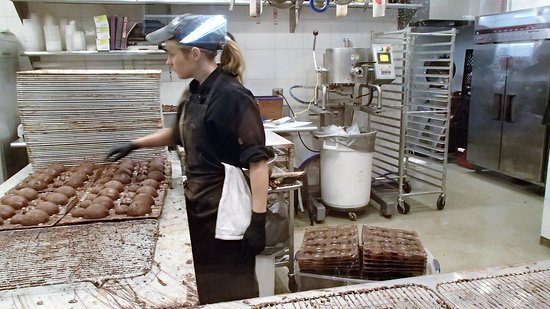 Dallas by Chocolate Tours : CARL, the hot chocolate snowman production at Kate Weiser Chocolates