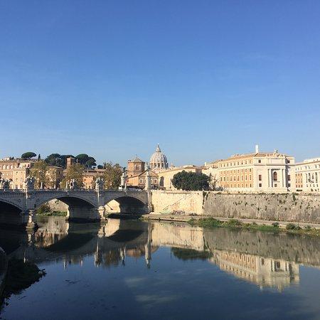 Splendide vedute di Roma, ma fiume molto sporco!