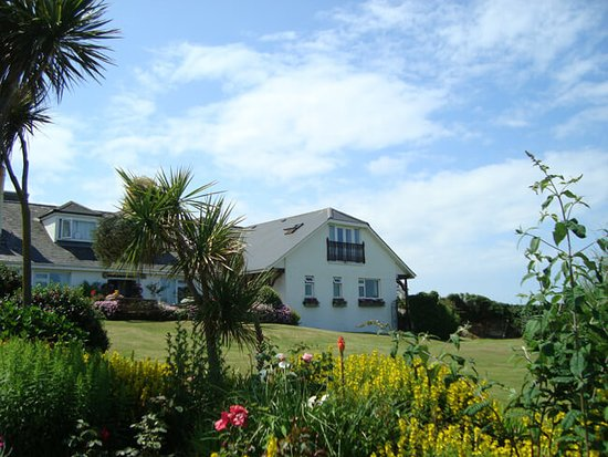Croyde Breaks Holiday Cottages and Breakers B&B