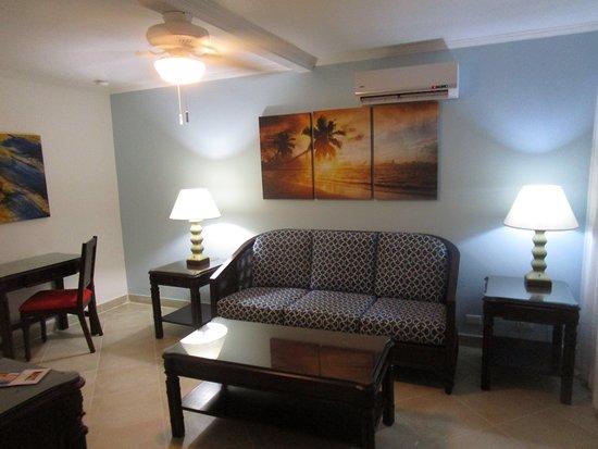 Living room, room 166