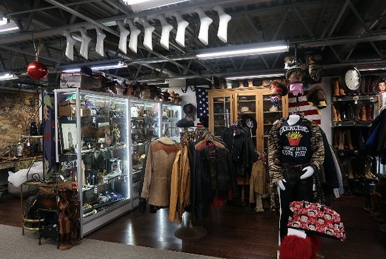 Rochelle Park, NJ:  Antiques and Collectibles Mall