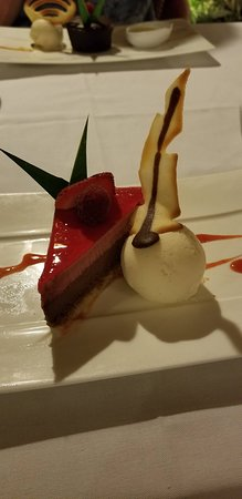 Le Bora Bora ex Bora Bora Pearl Beach Resort & Spa: This is my absolute favorite dessert of all time now.  It has replaced all others!  Chocolate raspberry delight!