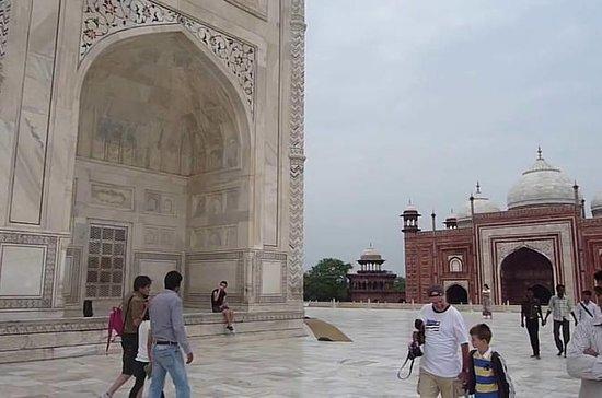 Taj Mahal Day Tour pelo trem mais...