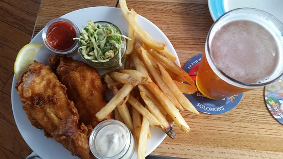 The Ruddy Duck Seafood & Alehouse: fish and chips with local beer