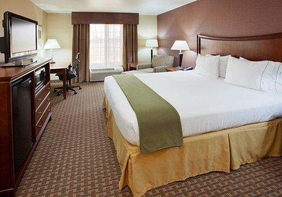 Holiday Inn Express Willows: Guest room