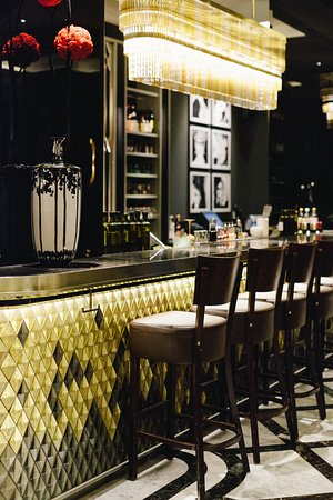 Fragrances: Embrace an adventure for the senses at an innovative Berlin bar, where perfumes and cocktails harmoniously combine to offer unrivaled sensory experiences