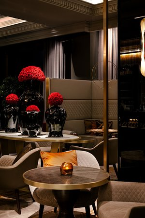 Drinks designed around iconic fragrances are offered in a beautifully designed, decadent setting.