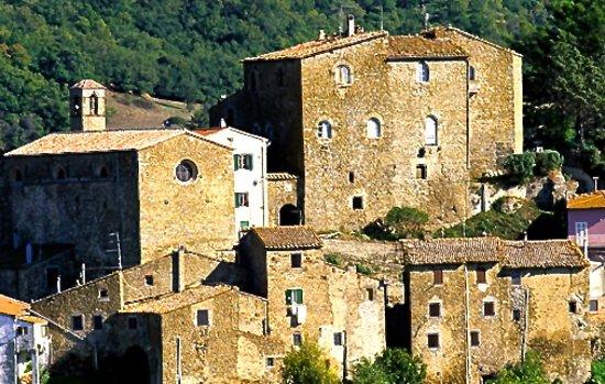 Montorgiali, Italy: כפר ציורי ומשומר