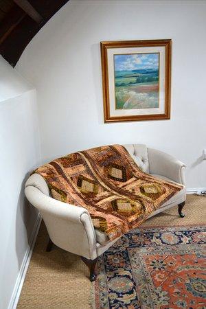 Mooi River, Sudafrica: Corner couch in bedroom.