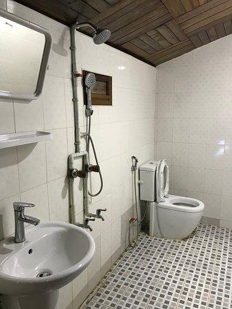 Lone Ton, Myanmar: Bathroom of Indawgyi Budget Motel