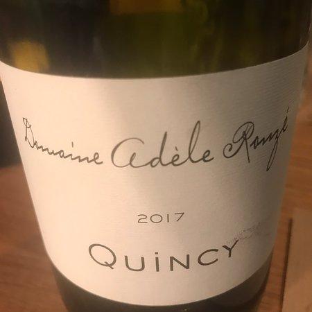 L'Amitie: Oesters, kroketjes, polvo, dorade: allen smakelijk. Beide wijnen waren heerlijk