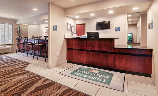 Durand, WI: Hotel Front Desk and Lounge Area