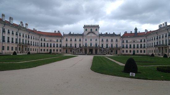 Fertod, Hongaria: Zámek Esterházyů