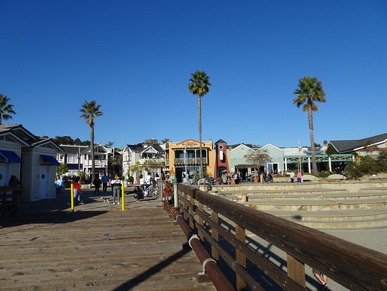 Avila Beach, Καλιφόρνια: View from pier back into the business district