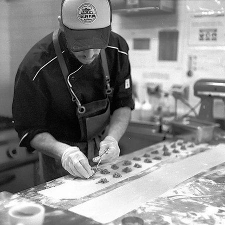 Ven y conoce nuestra carta! tenemos los mejores raviolones, tortellinis, gnocchis, sopas, frescas ensaladas, pizzas y postres, además del mejor ambiente y con un gran equipo.