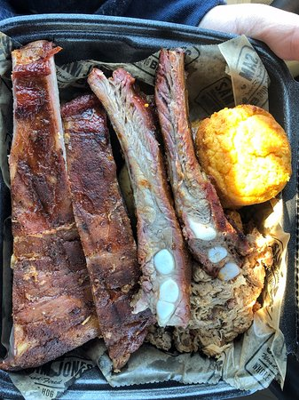 Winterville, NC: Ribs, chopped pork, chicken and a sweet potato muffin