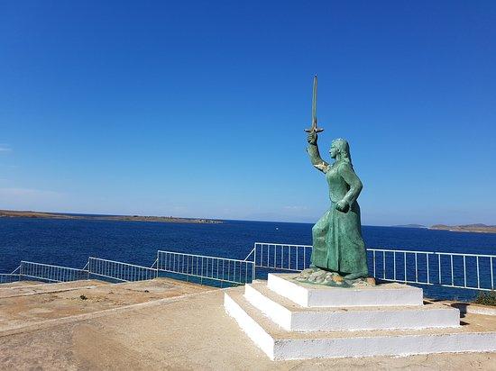 Maroula΄s Statue