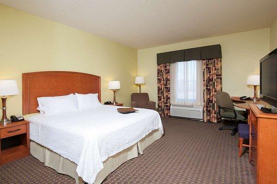 Macomb, IL: Guest room