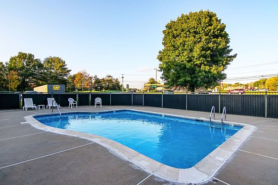 Plainfield, CT: Outdoor pool