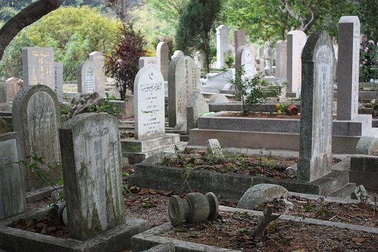 Explorando Cemitérios Coloniais de...