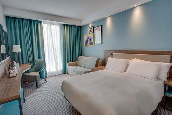 hampton by hilton edinburgh airport specialty hotel. Black Bedroom Furniture Sets. Home Design Ideas