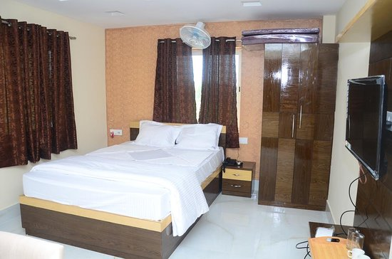 Chalsa, India: DOUBLE BEDDED ROOM