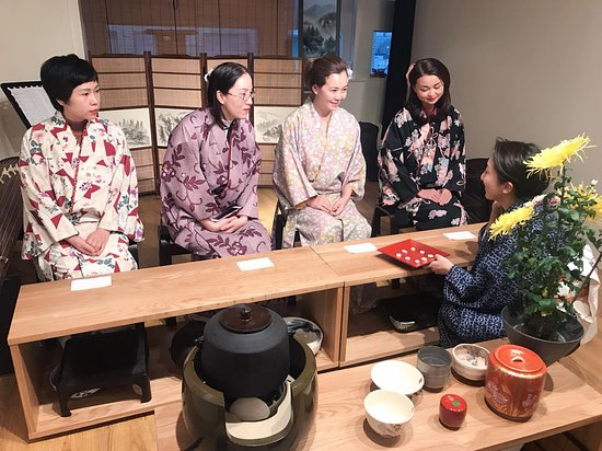 SAKURA Experience Japanese Culture: Beautiful girls from Vietnum