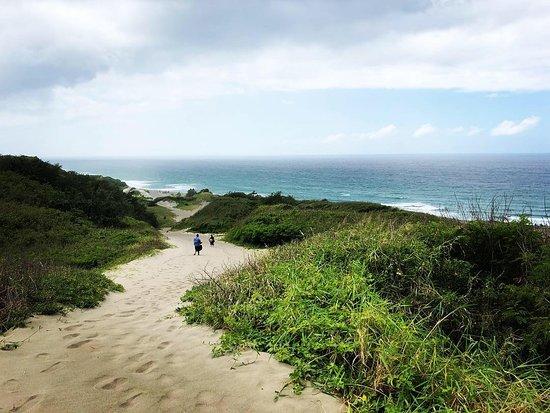 Sigatoka Sand Dunes National Park: Walk down to the beach