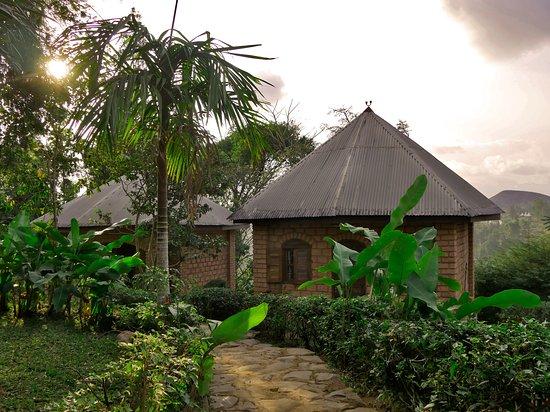 Dschang, Camarões: voici un boukarou et le magnifique jardin