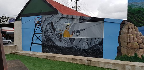 Rosebery, Australia: Murals opposite the Bakery