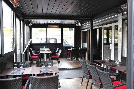 Verrieres-le-Buisson, France: Nouvelle salle, terrasse chaufée.