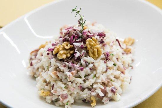 Montegiorgio, Italy: Noci croccanti, radicchio e speck saltato: il risotto ideale per trasformare una cena d'inverno in una serata speciale.