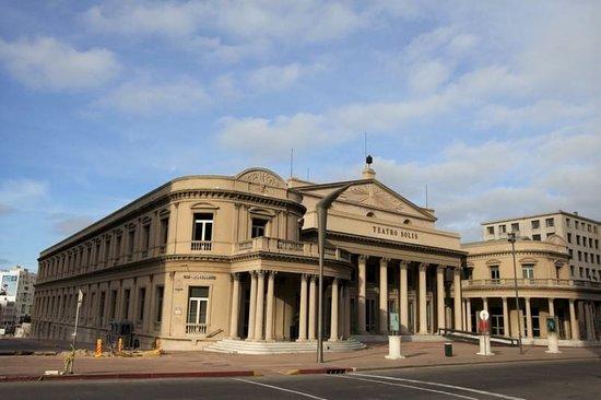 מונטבידאו, אורוגוואי: Hermoso teatro Solis en Cuidad Vieja