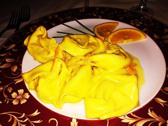 Vigarano Mainarda, Italie : capellacci di zucca , zenzero , agrumi ed erba cipollina