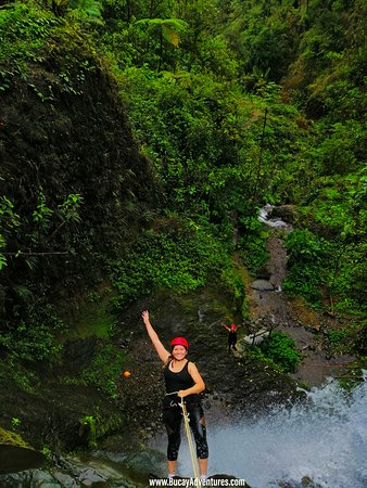 Guayaquil Best tour, come to our Cloud forest and waterfalls private day trip, here our adventure customer is doing canyoning in Bucay.