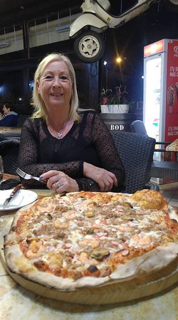 La Rustica Pizza y Pasta: Seafood XL pizza and wife for scale!